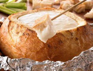 18438-grilled-3-cheese-fondue-bread-bowl-760x580